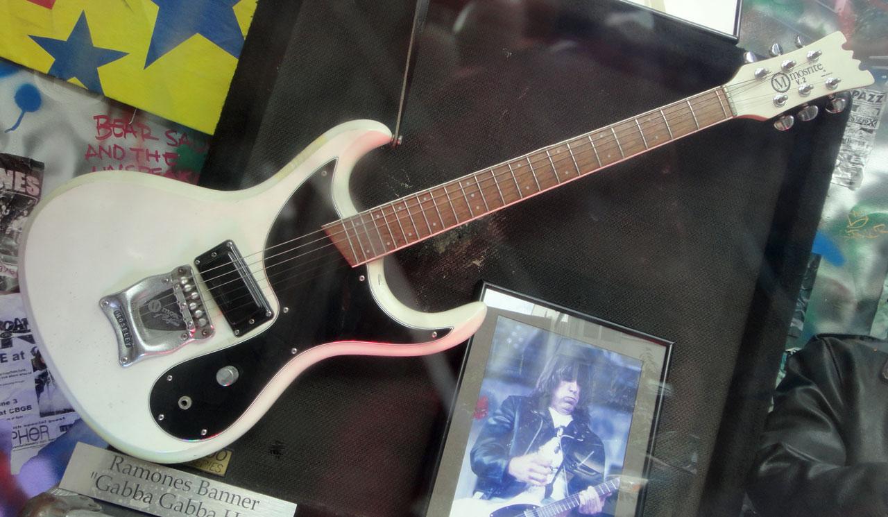 Photo: Photo: hang10.de, Guitar Center NYC, 2013